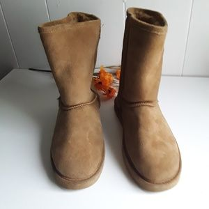 BEARPAW CAMEL SUEDE BOOTS SIZE  9 /10